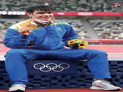 Euphoric India celebrates: 'Man with golden arm'