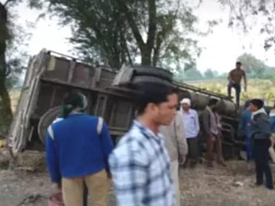Maharashtra: 16 labourers dead after papaya laden truck overturns