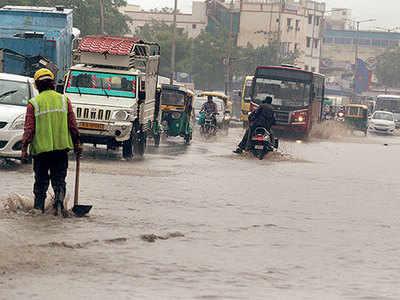 Heavy rains lash S Gujarat, Saurashtra