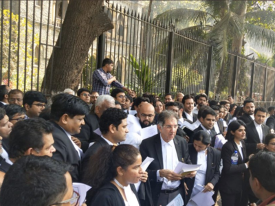 Watch: Lawyers recite Preamble outside Bombay High Court in solidarity with anti-CAA protests