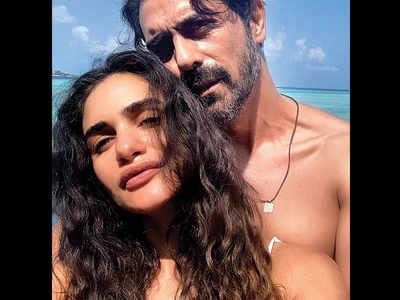 Arjun Rampal and  Gabriella Demetriades babymooning in Maldives