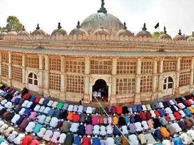Eid-al-Fitr 2019:  Devotees offer prayers at Sarkhej Roza