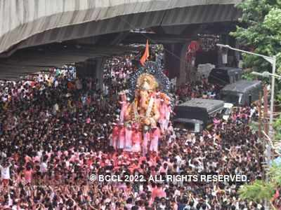 Mumbai: 8 arrested for thefts during Lalbaugcha Raja procession