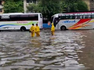 Mumbai rains Updates: Heavy rains continue to lash city and suburbs