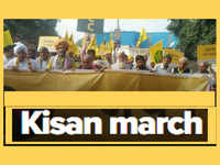 New Delhi: As part of Kisan Mukti Yatra a group of farmers march towards Ramlila Maidan near Dhaula Kuan