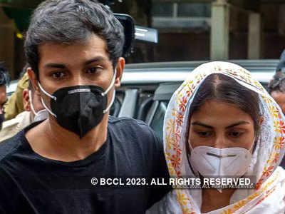 Sushant Singh Rajput case: Bombay HC reserves order on Rhea Chakraborty, Showik Chakraborty's bail pleas
