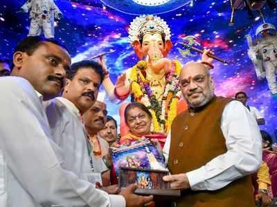 Amit Shah offers prayers at Lalbaugcha Raja in Mumbai