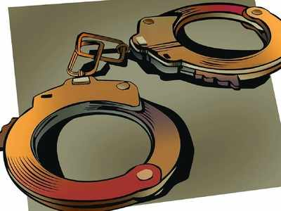 Maharashtra: Man held for posing as cop and demanding Rs 5 lakh from govt employee