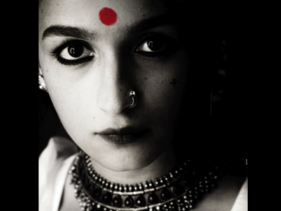 First Look! Alia Bhatt as Gangubai Kathiawadi is fierce and powerful