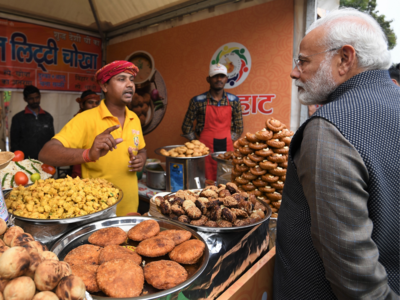PM Narendra Modi visits Hunar Haat at Rajpath; relishes litti-chokha
