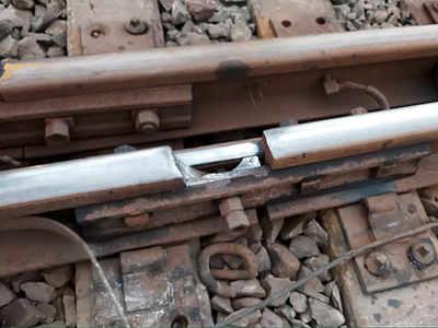 900 lives saved as trackman spots rail crack  near Kalamboli, alerts motorman of a Roha-Diva train