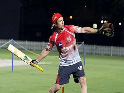 Video: Did you catch that? KXIP fielding coach Jonty Rhodes shows how it's done
