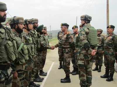 Northern Army Commander visits valley, reviews security