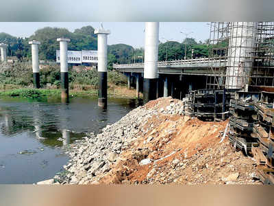 It's PMC vs Metro over dumping of debris into river