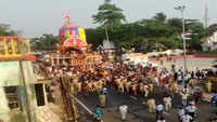 Bhubaneswar: Priests, police personnel pull Rukuna Rath of Lord Lingaraj on Ashokastami