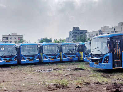 100 new midibuses unused for months