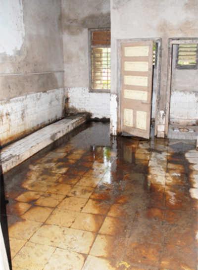 Loo-se ends in govt's clean toilets scheme
