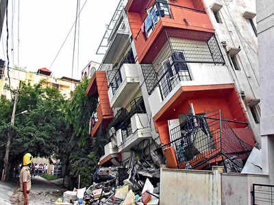 3rd building collapse in city in 15 days