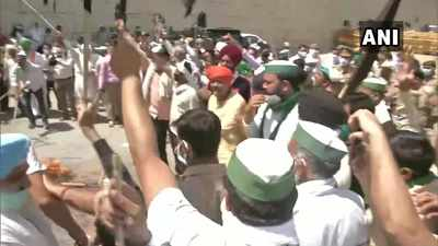 Farmers' protests live updates: Farmers at Ghaziabad border protest and observe 'black day'
