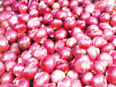 Pune residents shun onions in home kitchens, believe this will bring costs down once again