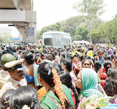 Police crash course for garment workers