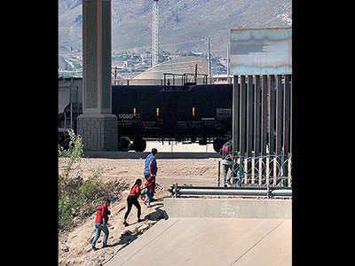 US mulls ending asylum at its Mexico border