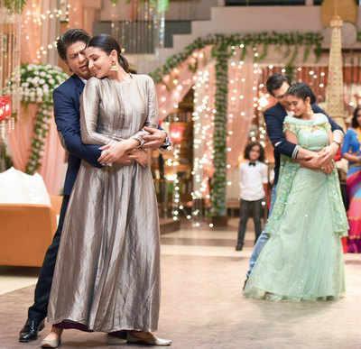 SRK-ANUSHKA'S SURPRISE VISITOR