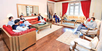 COVID+ve, Imran Khan meets team in person