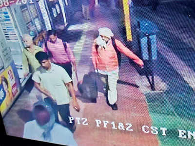 Body parts of woman with upper half missing, found at Kalyan station