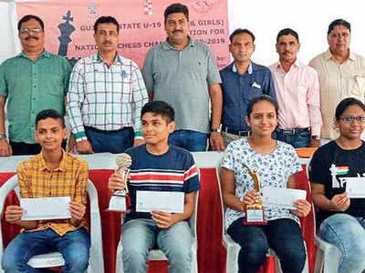 Joy, Urvi crowned U19 champs