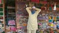 Bangle shops reopen in Pune's Bangadi lane after prolonged lockdown
