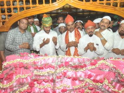 Tribute at father's Samadhi, Iftar party and priest's blessings mark Jagan's beginning of 'work' in Andhra