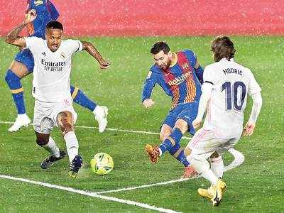 Real Madrid edge out Barcelona 2-1 to go top of Spanish league