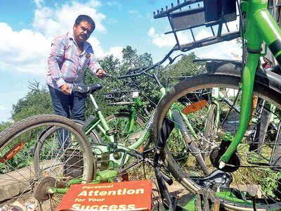 BJP leader Sandip Khardekar shows way, retrieves missing Kothrud bicycles