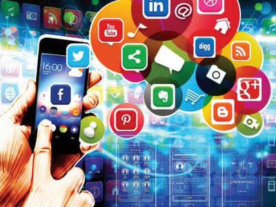 Vastrapur woman, 22, gets threats on social media