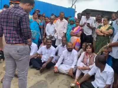 Mumbai Metro work: Shiv Sena MLA Tukaram Kate's 'muddy' protest in Mankhurd