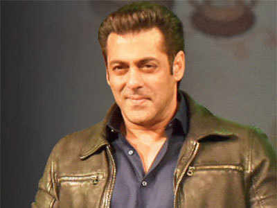 Salman Khan brings Iulia Vantur, Maniesh Paul together