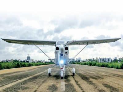 Maintenance manager, co-pilot test Italian bird