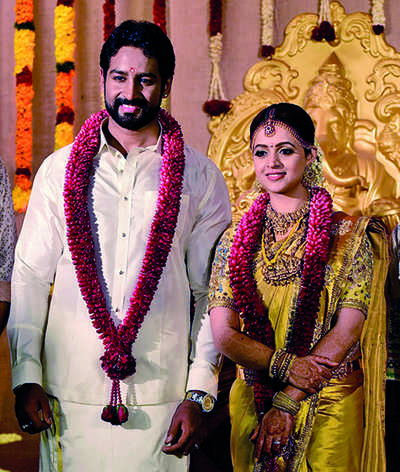 Bhavana ties the knot with Naveen