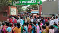 Visakhapatnam: Hundreds queue up to buy subsidised onion at Rs 25 per kg