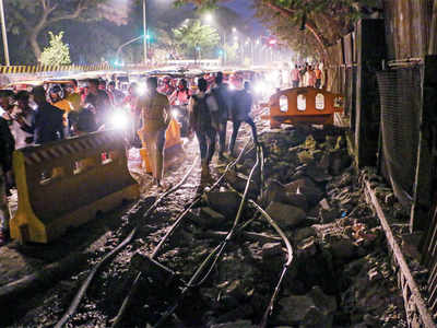Metro work, road digging stall residents' movements