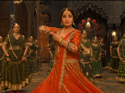 Madhuri Dixit grooves to Tabaah Ho Gaye