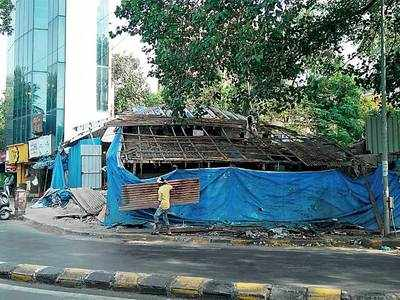 Bandra florist demolishes shop, clears way for road widening