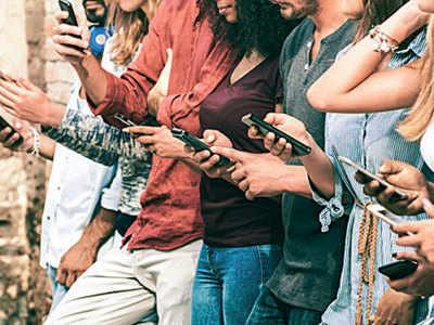 Social media use hurts grades of below-average students: Study