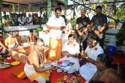 Tamil Nadu CM Edappadi K. Palaniswami lays foundation stone for Jayalalithaa memorial