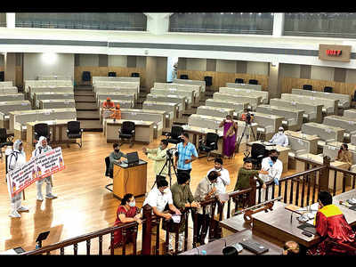 Corporators violate mask and distancing rules at GB meeting