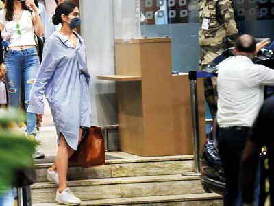 Deepika Padukone, Ananya Panday return from Goa