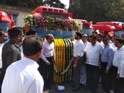 Aaditya Thackeray launches 25 mini AC buses from Wadala depot
