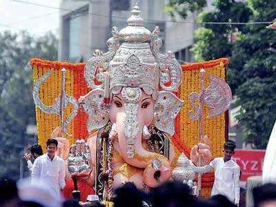 Ganeshotsav 2018: Pune welcomes Ganpati Bappa!