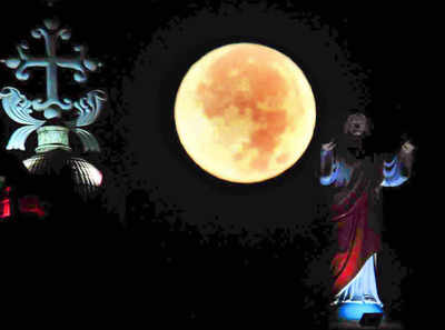 Super Moon: Lunar eclipse 2018: Live Updates from Mumbai